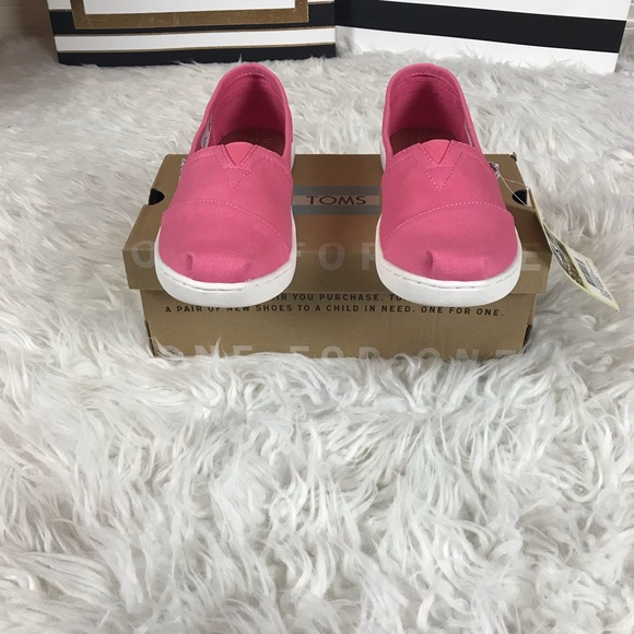 13d3522f8b10 New classic Girls TOMS Youth size 3